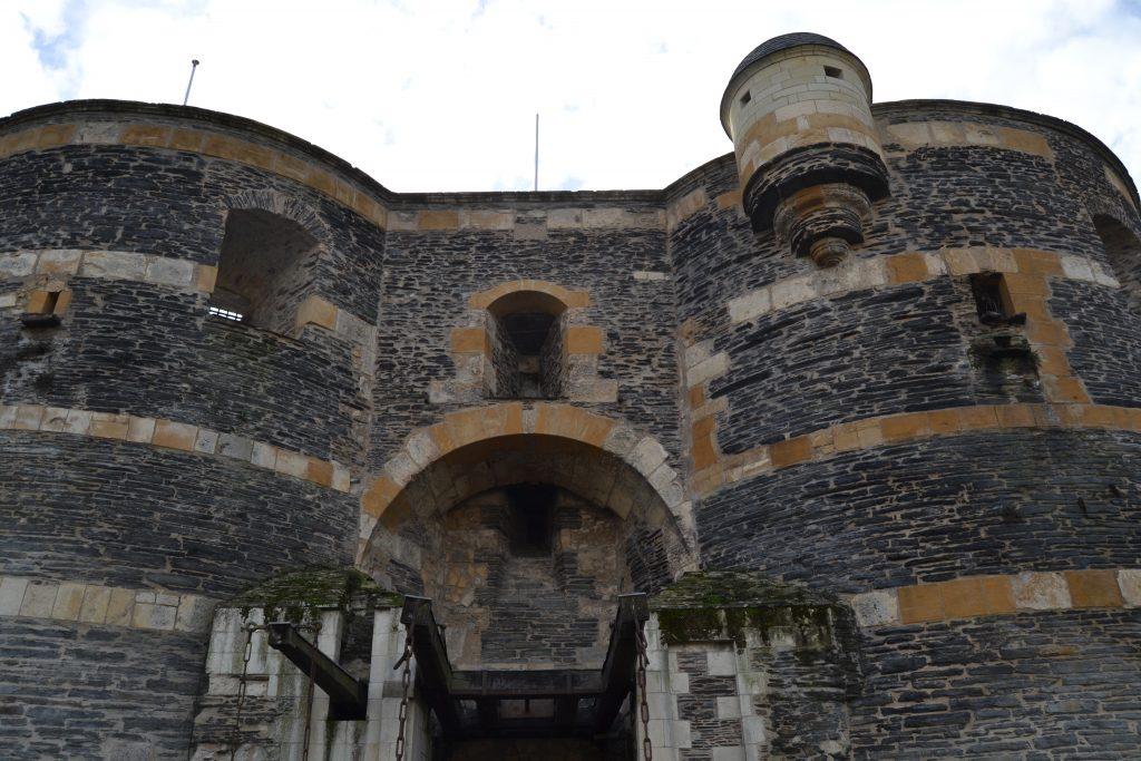 Photo de l'entrée du Château avec le pont-levis