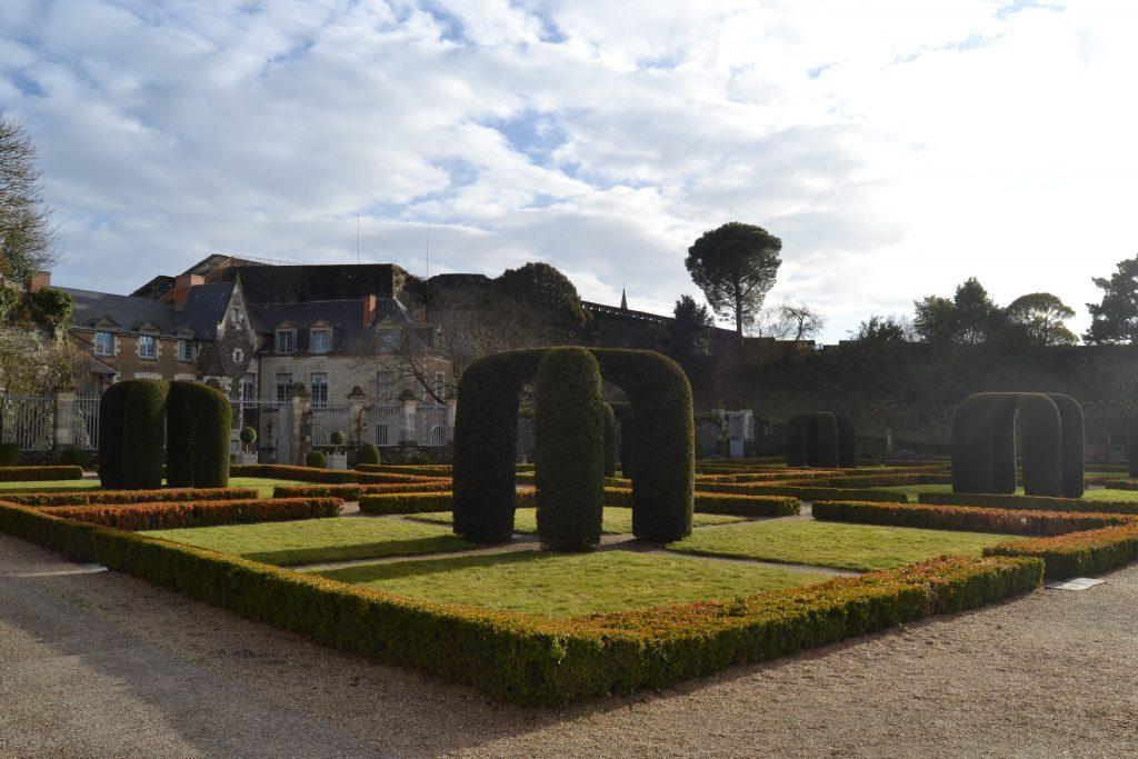 Photo des jardins à la française du château