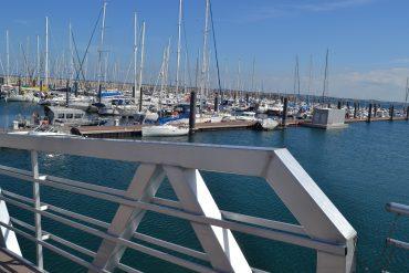 Photo du port de plaisance de Roscoff avec des bateaux