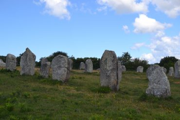 Photo de menhirs alignés
