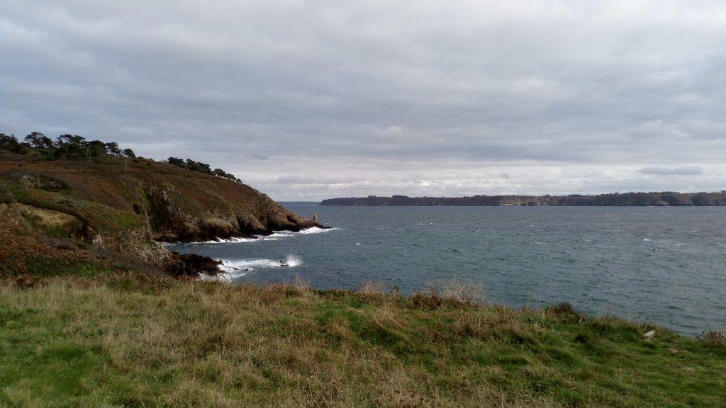 Photo de la mer vue depuis la falaise