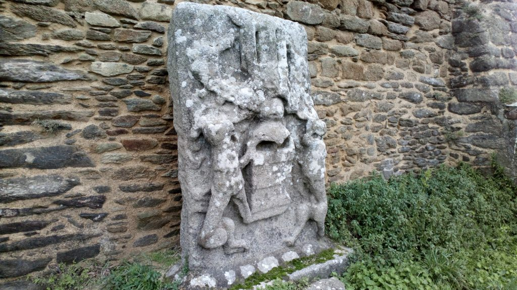 Photo d'une des anciennes sculptures de l'abbaye