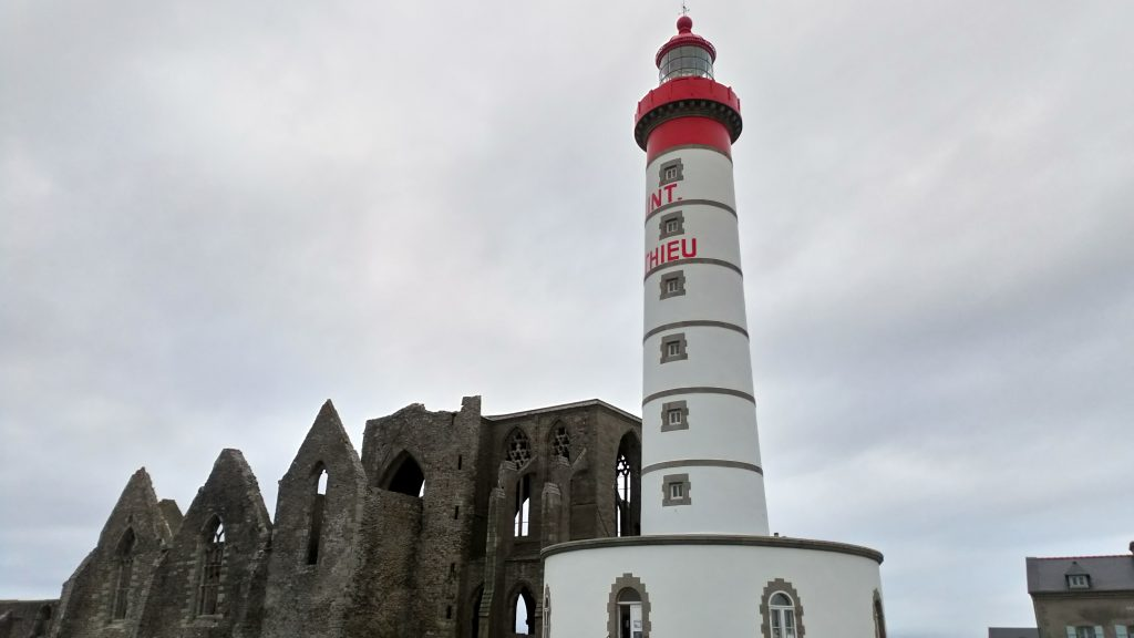 Photo du phare et de l'abbaye