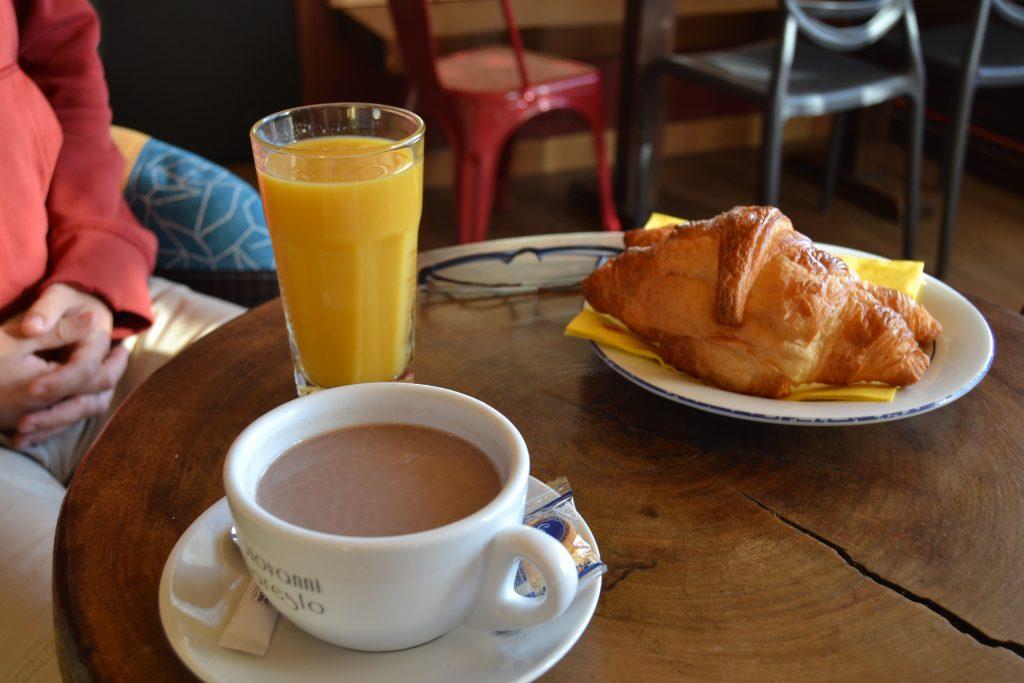 Photo de notre petit-déjeuner au Café de la Jetée
